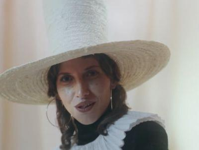 "Aldous Harding - ""The Barrel"" Video"