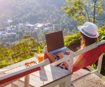How do Full-Time Travellers Fund their Lifestyle?