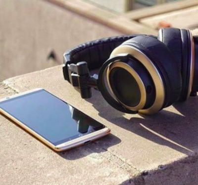 8 great tech gadgets under $100 that I use every day