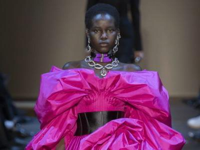See Every Look From Alexander McQueen's Fall 2019 Collection