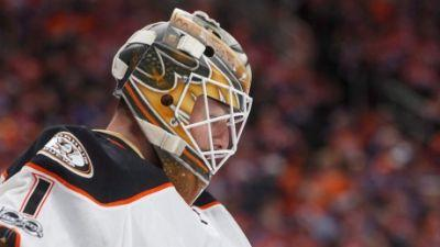 Bernier makes 1st playoff start in net for Ducks