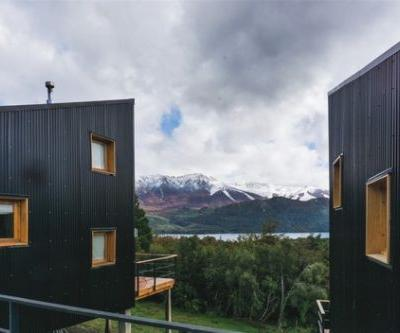 Twin Cabins in the Patagonian Andes / Estudio forma