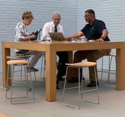 Special counsel Robert Mueller was spotted getting tech support at an Apple store
