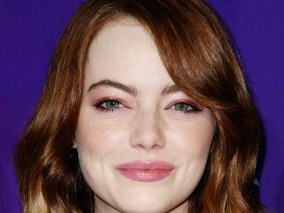 Emma Stone's Dreamy Blue Eyeliner Trick Is Holiday Party Perfection