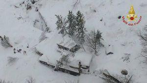Avalanche buries Italy hotel, many feared dead