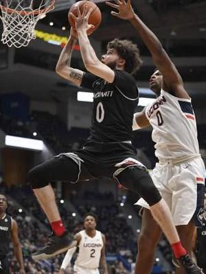 Cincinnati holds off UConn 64-60 to keep pace in AAC race