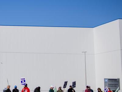 Analysts say 23-day UAW strike cost GM 165,000 vehicles