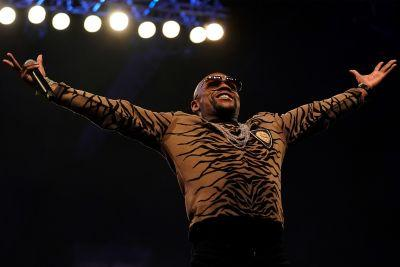 Floyd Mayweather, strip club owner, hasn't had a lap dance in 20 years