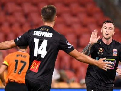 Newcastle Jets' youth stars shine as Roar are silencing in thrashing at Suncorp Stadium