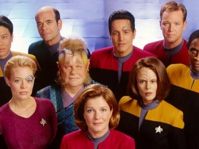 Star Trek: 20 Behind-The-Scenes Photos That Completely Change Voyager