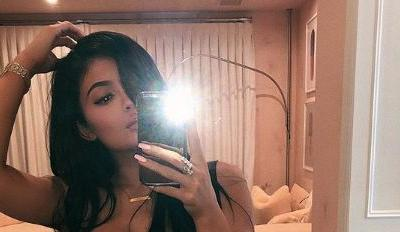 Fans Think Kylie Jenner Photoshopped Her New Instagram Pic and the Evidence Is ~Pretty~ Convincing