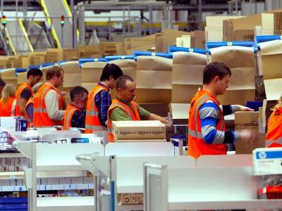 Amazon's new $15 minimum wage highlights the biggest issue facing companies right now - and how they respond will dictate the future of the market