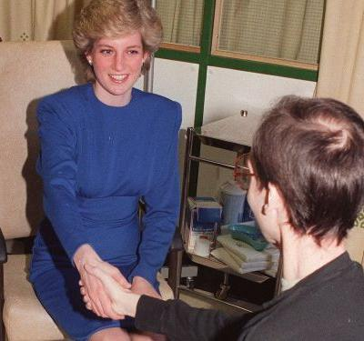 This one photo shows exactly what made Princess Diana a royal icon
