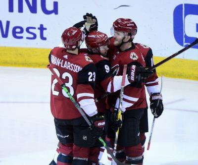 Coyotes hand Blackhawks sixth consecutive loss in 6-1 rout