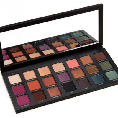 Swatches: Urban Decay Born to Run Eyeshadow Palette