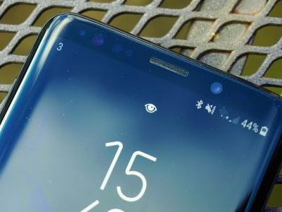 Samsung Galaxy S10 could have a secondary display over the camera