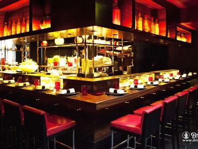 What Goes On Over the Counter: L'atelier de Joël Robuchon