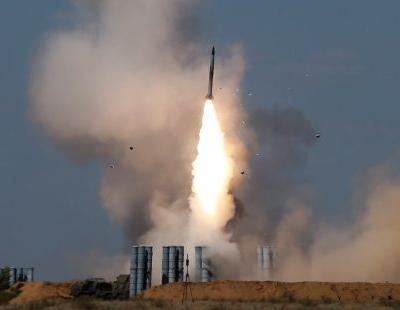Russia says missile defenses it's sending to Syria can stop the US - here's who would win