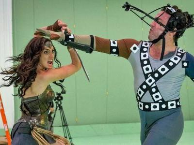 Wonder Woman: 20 Behind-The-Scenes Photos That Change Everything
