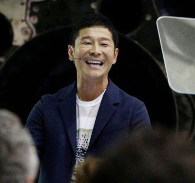 The Japanese billionaire who booked a place on Elon Musk's moon voyage has now posted the most retweeted tweet of all time