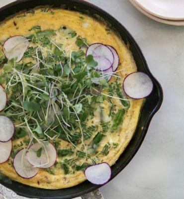 Brunch-Ready Smoked Gouda Asparagus Frittata