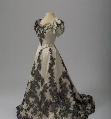 Ball Gown of Alexandra Feodorovna 1900-1901State Hermitage