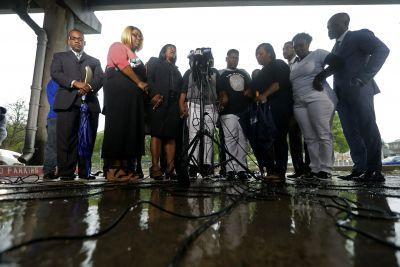 Attorneys for Alton Sterling family demand firing of two Baton Rouge officers