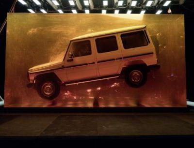 A Stunt that Resin-ates: Mercedes-Benz Encases an Original G-class in Synthetic Resin