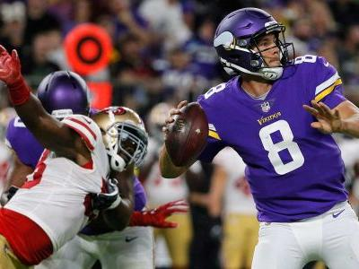 Vikings' Sam Bradford expected to play despite ailing knee