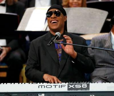 Stevie Wonder announces he's getting kidney transplant, taking time off