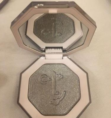 When Does Fenty Beauty's Diamond Ball-Out Highlighter Drop? You'll Shine Bright Like A Diamond So Soon