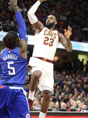 LeBron James' 39 points buoys Cavaliers in 118-113 overtime win over Clippers