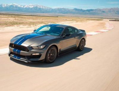 2018 Ford Mustang Shelby GT350 / GT350R In-Depth Review: Hypnotic-Performance Pony Cars