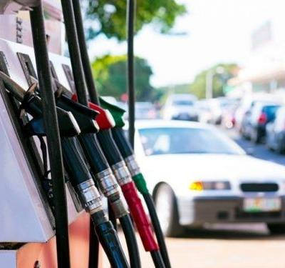 Average US gas price jumps 7 cents to $2.58 for regular