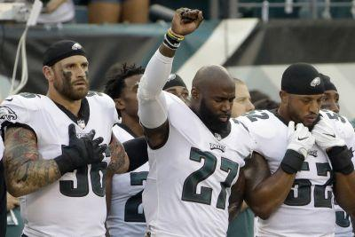 Chris Long supports Malcolm Jenkins' anthem protest