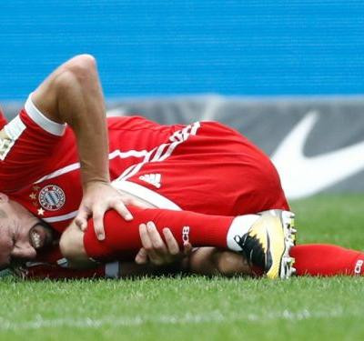 Ribery limps out of Bayern clash with suspected knee injury