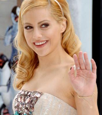Fans Think That Lili Reinhart Is Brittany Murphy's Doppelgänger, and She Agrees