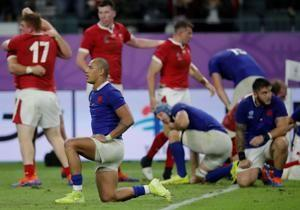 Wales rallies to beat 14-man France, reach World Cup semis