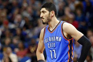 Romanian minister defends keeping Kanter at airport