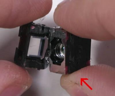 A peek inside the Huawei P30 Pro's periscope lens shows off its clever zoom