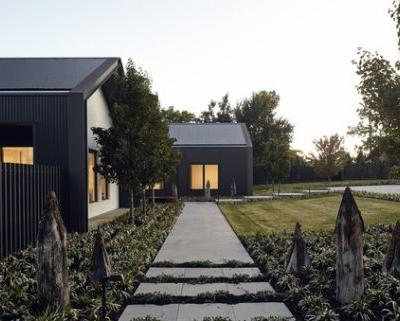 House in Silhouette / Atelier red+black