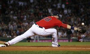 Boston's Moreland leaves ALDS game with apparent leg injury