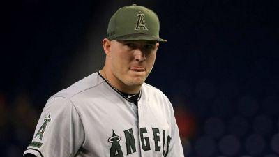 Angels' Mike Trout sprains thumb sliding into second; X-rays negative