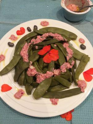 Italian flat beans with impatiens and feta dressing