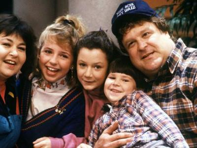 Roseanne Revival Reveals First Set Photos of the Cast