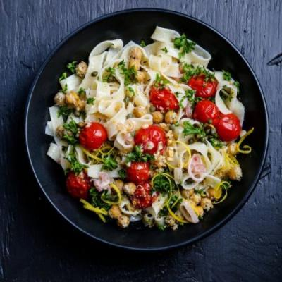 Pasta with Chickpeas and Tomatoes