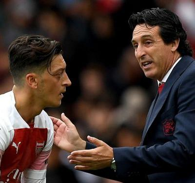 All eyes on Emery for Ozil omission, but Arsenal's concerns don't stop there