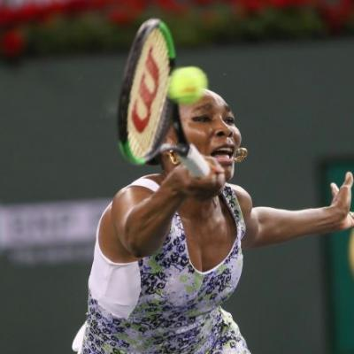 Venus Williams prevails over Serena in what could be one of last matches between sisters