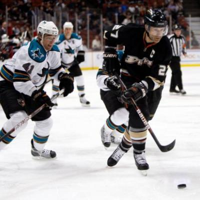 Anaheim Ducks to retire numbers of Kariya, Niedermayer
