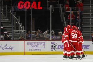 Green leads Red Wings to 6-1 win over Coyotes